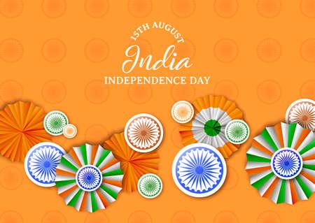 Illustrazione della cartolina d'auguri di festa dell'indipendenza dell'India. Distintivi tricolore tradizionali e decorazione a colori bandiera indiana con citazione tipografica. Eps10 vettore. Vettoriali