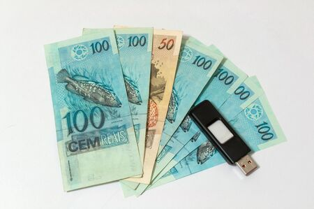 micro drive: purchase of sensitive data on flash drive with cash from Brazil