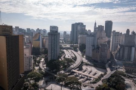 Bandera de la Plaza en el centro de Sao Paulo, sudeste de Brasil Foto de archivo - 14332216