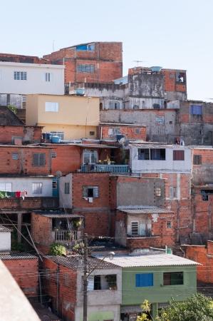 krottenwijk: Krotten in de sloppenwijk in een arme wijk van Sao Paulo