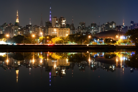 Night view of the city sao paulo, Ibirapuera Park Stockfoto
