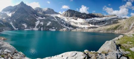 paysage: Lac de montagne du portillon 2700m dans les Pyr�n�es, Mon tain Lake2700m in Pyrenees