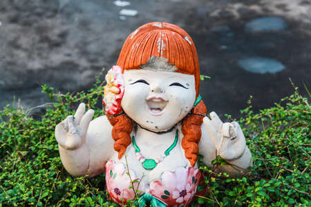 Smiling fat girl statue photo