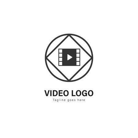 Video logo template design. Video logo with modern frame isolated on white background Standard-Bild - 129492631