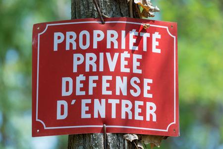 clavados: Muestra de la propiedad privada francés Foto de archivo