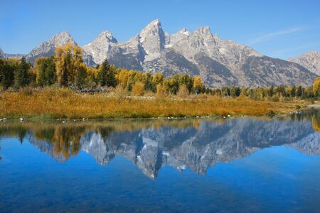 Grand Teton National Park in the fall showing reflections  版權商用圖片
