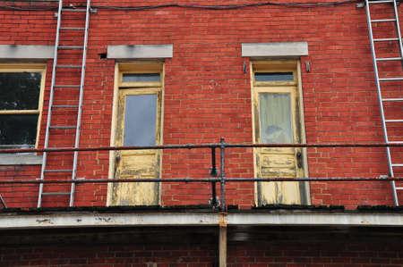 歴史的な建物の扉