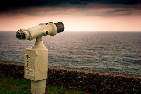 viewfinder vintage: Binocular previous payment able to observe the horizon