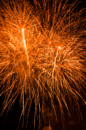 fires artificial: Traditional fireworks lighting up in a magical night
