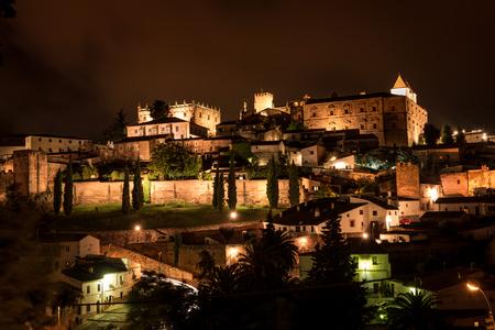 カセレスは、スペインのエストレマドゥーラ自治州の北の西に位置する州です。