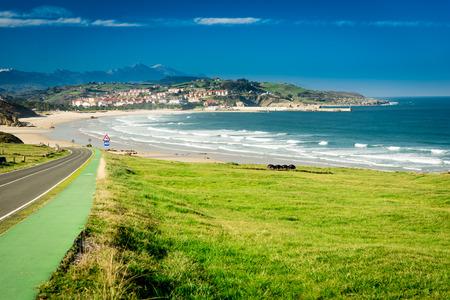 Playa Merón.San Vicente de la Barquera.Santander.Spain. Foto de archivo - 77476533