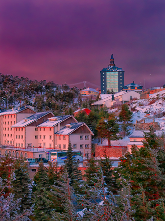 Winter comes, first snowfall in the mountain villages. Navacerrada mountain pass.Madrid. Spain. Stockfoto