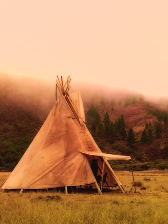Teepees tent camp, home of the ancient Native Americans Foto de archivo - 105313361