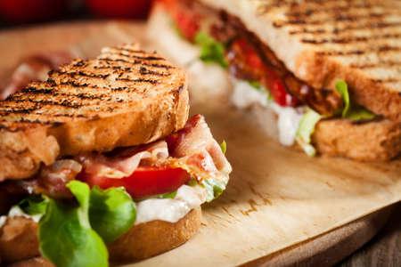 bocadillo: s�ndwich con tomate y tocino Foto de archivo