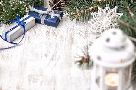 コピー スペースでクリスマスのギフトの装飾 写真素材