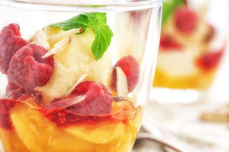 melba: Peach Melba helado de postre
