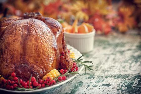 추수 감사절 터키 저녁 식사 테이블 설정 스톡 콘텐츠