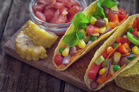 tortilla de maiz: Mexican corn tortilla tacos with vegetables on wooden background Foto de archivo