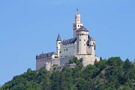 castello medievale: Medievale castello Marksburg su una collina sopra il fiume Reno, Renania Palatino, Braubach, Germania