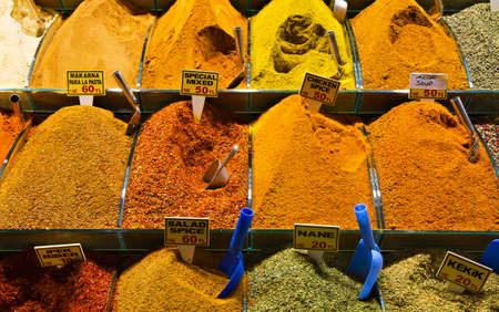 safran: Spices at the Great Bazaar, Istanbul, Turkey