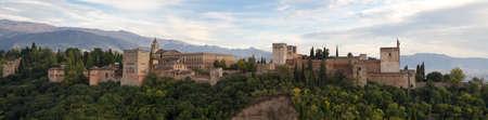 グラナダ: アルハンブラ宮殿、グラナダ、アンダルシア、スペインのパノラマ