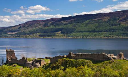 loch: Ruins of Urquhart Castle overlooking Loch Ness, Drumnadrochit, Scotland