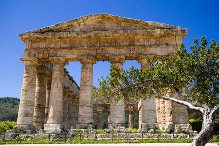 tempio greco: Antico tempio greco di Segesta, Sicilia, Italia Archivio Fotografico