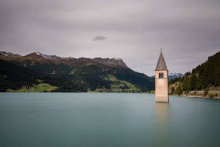 Submerged church at Lake Reschen, South Tyrol, Italy Banco de Imagens - 88570926