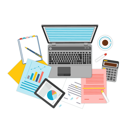 Vista superior de lugar de trabajo con documentos y un ordenador portátil.