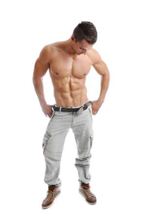 musculoso: Potente hombre musculoso posando sobre un fondo blanco