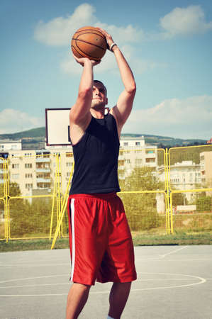 Basketball player concentrate and preparing for shoot Banque d'images