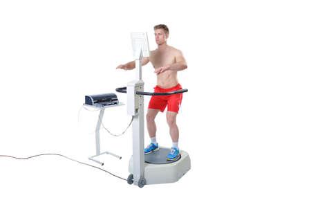 balanza de laboratorio: Deportista haciendo Evaluaci�n Equilibrio con equipo profesional. Tecnologia Moderna.