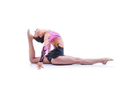 Schöne künstlerische Turnerin ausarbeitet, Kunstgymnastik Element Durchführung