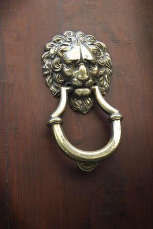 doorknocker: doorknocker