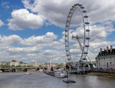 ruota panoramica london eye e thames