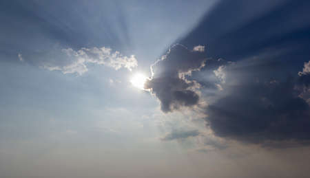 nice clouds with sun rays 版權商用圖片