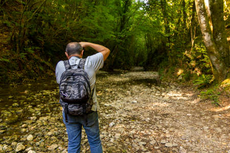 hiker take a photo in the woods trekking in Varo della Spina to Montella Avellino Banque d'images