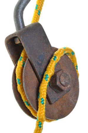 pulley: Antiguo oxidado polea con cuerda