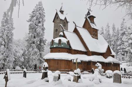 wang: Wang iglesia de madera en Karpacz en invierno Foto de archivo