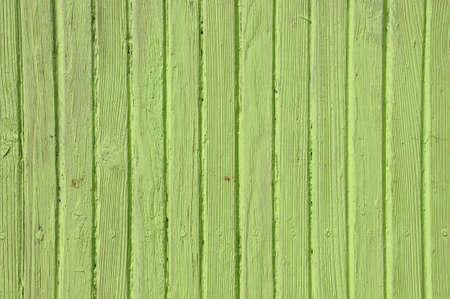 Houten oude hek, groene achtergrond