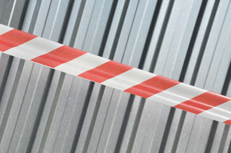 margin of safety: Warning tape with corrugated sheet metal construction