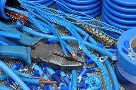 herramientas de trabajo: Alicates con kit de componentes el�ctricos para su uso en instalaciones el�ctricas
