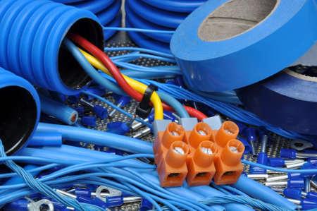 electricista: Kit de componentes el�ctricos para el uso en instalaciones el�ctricas Foto de archivo