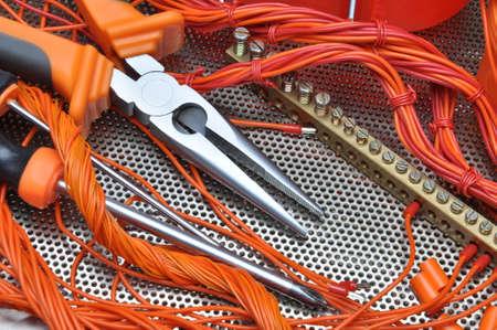 composant ?lectrique: Pinces avec kit de composants �lectriques