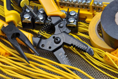 Pliers strippers with electrical component kit Stockfoto