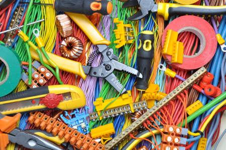 Kit de componentes eléctricos para uso en instalaciones eléctricas Foto de archivo - 37682282