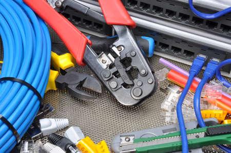 cable red: Herramientas para prensar con el componente de red informática