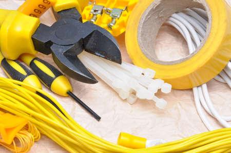Outils et composants pour l'installation électrique