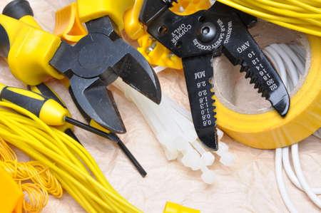 electricista: Herramientas y componentes para la instalaci�n el�ctrica Foto de archivo