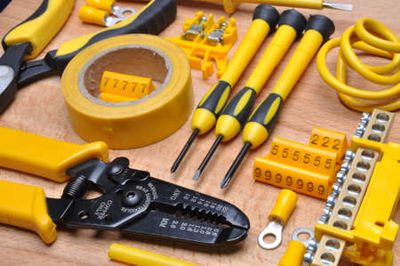 component: Tools and component for electrical installation